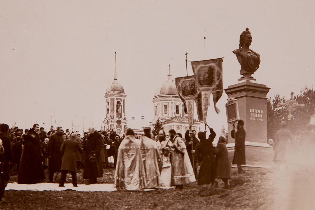 Памятник в отраде (2)